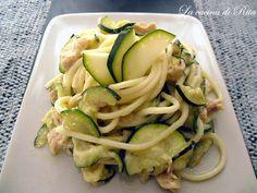 Gli spaghetti cremosi con zucchine e tonno sono un primo piatto veloce, economico e dal gusto fresco. Forchettate cremose di bontà e gusto!