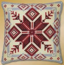 Imagen relacionada Tree Skirts, Christmas Tree, Holiday Decor, Home Decor, Throw Pillows, Toss Pillows, Dots, Needlepoint, Teal Christmas Tree