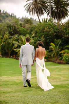 This bride's backless wedding dress by Katie May is gorgeous - perfect for a destination wedding!