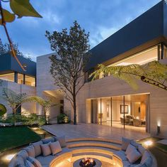 [New] The 10 Best Home Decor (with Pictures) - The stunning Magnolia House in Mexico City. Tell us what you think of this amazing estate? Architecture Design, Architecture Magazines, Beautiful Architecture, Mega Mansions, Luxury Mansions, Mansions Homes, Modern Architects, Modern Mansion, Dream House Exterior