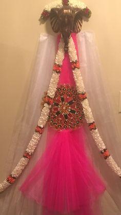 Mandap decoration with fabric Backdrop Decorations, Diwali Decorations, Festival Decorations, Diy Wedding Decorations, Flower Decorations, Backdrops, Mandir Decoration, Ganpati Decoration At Home, Ganapati Decoration