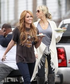 "Miley on set ""So Undercover"" - miley-cyrus Photo"