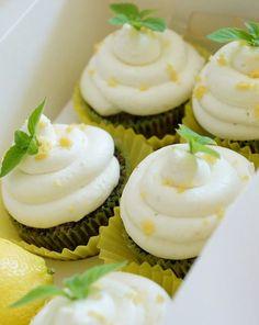 Mohn-Cupcakes mit Zitronen-Frosting