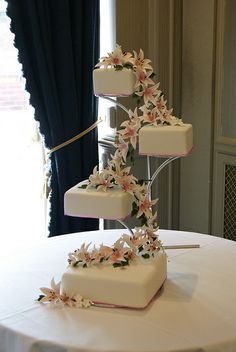 Cascading Lilies Wedding Cake | Flickr - Photo Sharing!