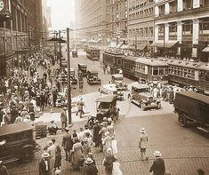 State Street looking north from Madison, on left is Boston Store, right is Mandel Brothers, Chicago City, Chicago Illinois, Chicago School, Photos Du, Old Photos, Street Look, Street View, Building An Empire, Chicago Photos