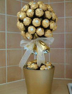 I would definitely marry the guy who gave me this. Mothers Day Crafts, Happy Mothers Day, Mother Day Gifts, Chocolate Tree, Chocolate Bouquet, Craft Gifts, Diy Gifts, Sweet Trees, Little Presents