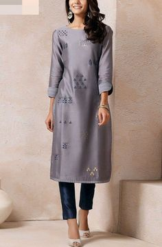 Chanderi kurti with embroidery motives. Salwar Designs, Blouse Designs, Ethnic Fashion, Indian Fashion, Ethnic Outfits, Fashion Outfits, Ethnic Kurti, Kurta Patterns, Kurta Style