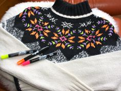 Here are 10 amazing do it yourself sweater makeovers to turn your boring basic sweater into chic and unique! Photomontage, Alter Pullover, Altering Clothes, Refashioning Clothes, Neon Outfits, Diva Design, Diy Clothing, Sweater Fashion, Diy Fashion