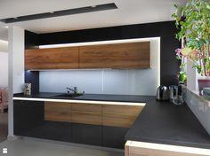 Kuchnia w ciemnej kolorystyce - zdjęcie od evarte - Kuchnia - Styl Nowoczesny - evarte