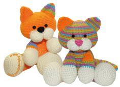 video tutorial plus pattern: amigurumi cats (crochet) in spanish Gato Crochet, Crochet Amigurumi, Amigurumi Patterns, Amigurumi Doll, Crochet Dolls, Crochet Patterns, Knitting Patterns, Crochet Crafts, Yarn Crafts