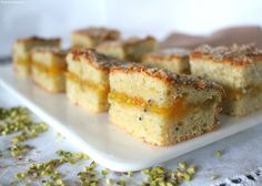 La torta ai kiwi frullati con pistacchi e ricotta, farcita con marmellata di limone, è un dolce senza burro nè olio. Goloso, gustoso e leggero!