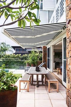 Architect Philip Corben and interior stylist Lucy Purchas Corben have built a dreamy seaside beach house in Australia& Byron Bay and opened their doors to give us the grand tour. Outdoor Rooms, Outdoor Living, Outdoor Decor, Outdoor Benches, Porches, Orient House, Outdoor Awnings, Deck Awnings, Seaside Holidays