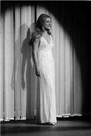 Fotografiile lui Dalida Passionnément. Далида Страстно. One Shoulder Wedding Dress, White Dress, Wedding Dresses, Fashion, Bride Dresses, Moda, Bridal Gowns, Wedding Dressses, La Mode