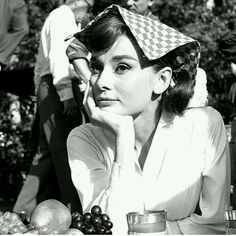 Audrey Hepburn photographed during production of Love in the Afternoon, 1957 Audrey Hepburn Outfit, British Actresses, Hollywood Actresses, Actors & Actresses, Hollywood Glamour, Classic Hollywood, Old Hollywood, Christian Dior, Actrices Hollywood