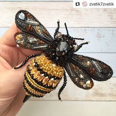) beaded bee brooch or ornament I think.) beaded bee brooch or ornament I think. Bead Embroidery Jewelry, Beaded Embroidery, Beaded Jewelry, Embroidery Ideas, Brooches Handmade, Handmade Beads, Handmade Jewelry, Bee Brooch, Bee Art
