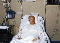 Pope John Paul II assassination attempt carried out by Islamic terrorists says Polish communist leader Paul 2, Pope John Paul Ii, Papa Francisco, Catholic Saints, Roman Catholic, Catholic Memes, Pape Jeans, Papa Juan Pablo Ii, Saint Peter Square