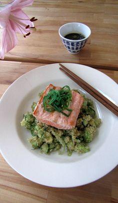 Dit gerecht is echt een blijvertje! De combinatie van zalm, quinoa, zeewier en de wasabi-sojasaus verraadt al waar het naar smaakt: sushi! Ik had erg zin in sushi maar geen zin om te rollen en zo o...