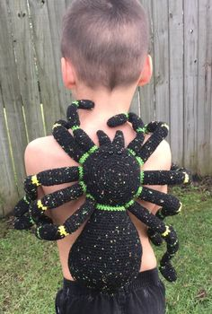 ), creepy spiders, happy spiders and scary spiders: this roundup list of Halloween spider crochet patterns has them all! Crochet Animals, Crochet Toys, Knit Crochet, Halloween Spider, Halloween Costumes For Kids, Happy Halloween, Halloween Decorations, Amigurumi Patterns, Crochet Patterns