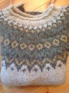 Ravelry: Project Gallery for Riddari pattern by Védís Jónsdóttir Left Side Of Body, Icelandic Sweaters, Fair Isle Knitting Patterns, Fair Isles, Textiles, Stockinette, Knit Fashion, Needle And Thread, Vintage Fashion