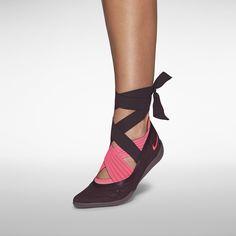 Nike Studio Wrap Pack 3  959 kr  Three-Part Footwear System.  Nike Store SE