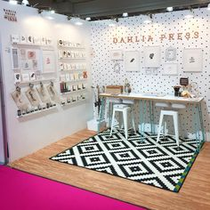 Love the black and white display fixtures and props in this craft show booth Craft Stall Display, Market Stall Display, Craft Show Booths, Vendor Displays, Craft Booth Displays, Booth Decor, Vendor Booth, Market Displays, Trade Show Booth Displays