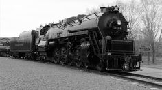 https://flic.kr/p/F5rvtj | Reading 2124 Black and White | Reading 2124 on display at the Steamtown National Historic Site in Scranton, Pennsylvania.  For a versus video comparing this engine and a PRR 4-4-4-4 T-1:  www.youtube.com/watch?v=fo0KsKzn2TQ  If you enjoy my photos, feel free to favorite, share and thanks for viewing!