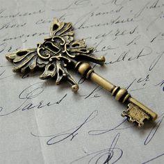 pretty steampunky fantasy key