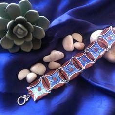 Bracelet marron et bleu en capsules nespresso recyclées.