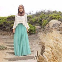 green maxi skirt hijab- Maxi jupes chic hijab http://www.justtrendygirls.com/maxi-jupes-chic-hijab/
