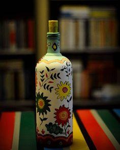 #bottle#painting#glass#glasspainting#handmade#creative#art#flowers#homedecor#şişe#boyama#camboyama #elyapımı #resim #çiçekler #evdekorasyonu Painting Bottles, Instagram Posts, Decor, Decoration, Decorating, Deco