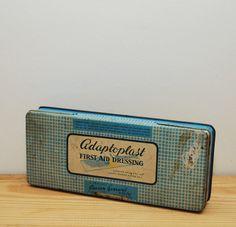 EHBO tin vintage Adaptoplast tin door LostPropertyVintage