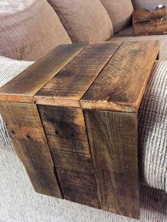 Récupération de palettes bois canapé bras par RealModernMommyMaker
