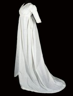 A RARE WHITE COTTON ROUND GOWN  1795-1800  white muslin with simple vandyked self-trim to hem and open edges, pleated sleeve detail and under-bust tie, the bodice lined in white linen. Christies.