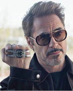Who Love this man in realife and in movie? Hero Marvel, Marvel Dc, Rober Downey Jr, Robert Jr, Super Anime, Iron Man Art, Iron Man Avengers, Avengers Art, Iron Man Wallpaper