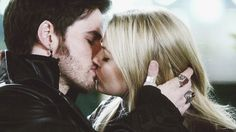Captain Swan: Long-awaited kiss between these two idiots in the OUAT season finale