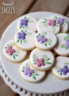 I chose these pretty flower cookies for you Alexandra. Isn't it great that all the sweets today are calorie free? Fancy Cookies, Iced Cookies, Easter Cookies, Cupcake Cookies, Cookie Favors, Christmas Cookies, Summer Cookies, Heart Cookies, Valentine Cookies