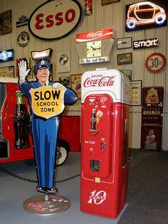 Coca-Cola Vendo 44  Vending Machine by Robert Lz, via Flickr