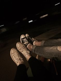 White Aesthetic, Aesthetic Photo, Aesthetic Girl, All Star, Hobby Photography, Cute Cartoon Wallpapers, Beautiful Moments, Besties, Converse