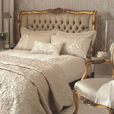 ~ Living a Beautiful Life ~ Gold French Style Bed, luxurious bedroom : Beau Decor My French Country Home, French Country Bedrooms, Country Homes, French Country Bedding, Southern Homes, Country Decor, Country Style, Dressing Design, Luxury Bedrooms