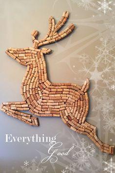 Christmas Reindeer Decor Wine Cork Santa's Hand-made Winter Holiday Bar Wall Art - Upcycling Wine Craft, Wine Cork Crafts, Bottle Cap Crafts, Wine Corker, Wine Cork Projects, Reindeer Decorations, Snowman Ornaments, Cork Art, Creation Deco