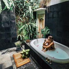 bathroom plants Overseas villas are enough to call us to Bali, and these bathtubs are the icing on the cake. Fill the tub with fresh flowers, light a few candles, and crack open a fresh coconut to sip on while you enjoy this level of Zen. Outdoor Bathtub, Outdoor Bathrooms, Dream Bathrooms, Luxury Bathrooms, Outdoor Showers, Master Bathrooms, White Bathrooms, Small Bathrooms, Outdoor Kitchens