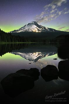 The Green Lantern, aurora at Trillium Lake, Mt. Ranier National Park, WA | Gary Randall on flickr