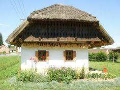 Őrségi parasztház Gazebo, Pergola, Folk Music, Folk Art, Farmhouse, Cottage, Outdoor Structures, Cabin, Traditional