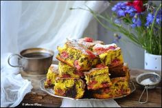 Prajitura cu visine Cake Recipes, Dessert Recipes, Romanian Food, Food Cakes, Sweet Desserts, Deserts, Muffin, Vegetarian, Breakfast