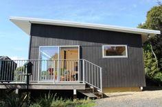 ~ Kaka Cottage ~ Little Bay ~ in Little Bay, Coromandel   Bookabach