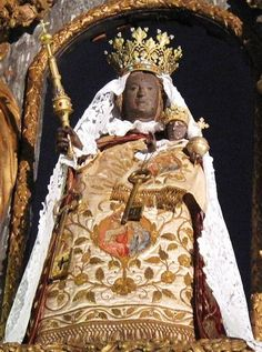this is one of eight Black Madonnas in Belgium. Legend says that she was brought here by a crusader, though art historians date her to the end of the 15th century.