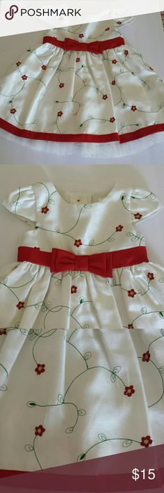 "George Toddler Girls Size 18mo Dress Lovely red, green and ""off-white"" toddler girls size 18mo dress. Made by George, machine wash cold, inside-out, gentle cycle, tumble dry low, cool iron on reverse if needed. Very pretty, easy wash and wear. George Dresses"