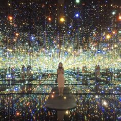 Broad Museum, los angeles, dtla, la museums, what to do in la, flowers, fun things to do in LA, yayoi kusama, art, art exhibition in la, fashion meets art, fashion blogger,Savvy javvy, infinity mirrors_broad infinity room