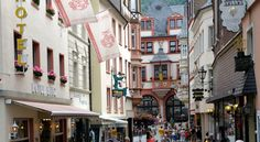 Hotel Binz Bernkastel-Kues This traditional 3-star hotel is located beside the historic market square in  Bernkastel-Kues. It offers rooms with free Wi-Fi and a breakfast buffet.