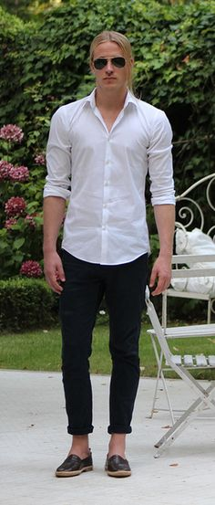 Mens outfit summer - Preppy, Dapper Mens Style, button down shirt and  chinos crocodile